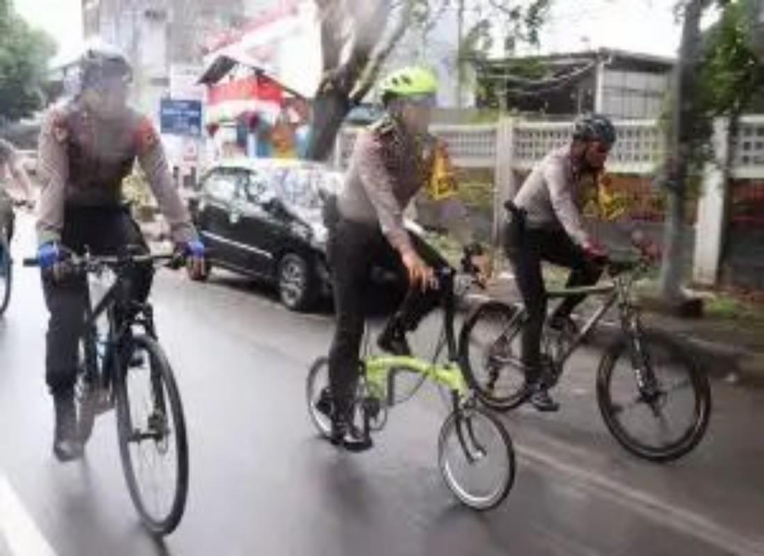 Pantau Situasi dan Kondisi TPS Wakapolda Memilih Naik Sepeda
