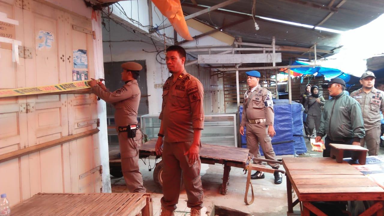 Ratusan Tempat Di Pasar Rappang di Segel Satpol PP Sidrap. Menyusul Tanrutedong dan Pangkajene
