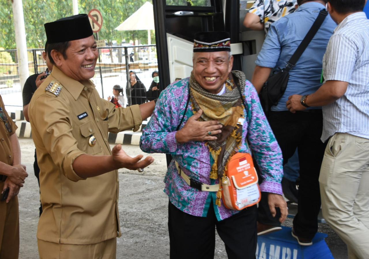 Bupati Soppeng Menyambut Kepulangan Jemaah Haji, di Asrama Sudiang Makassar